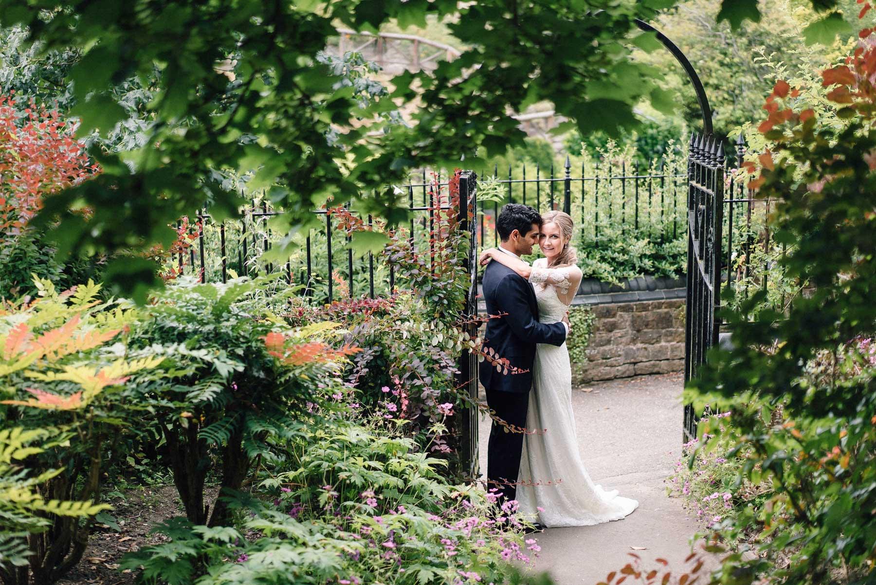 wedding photos at guildford castle